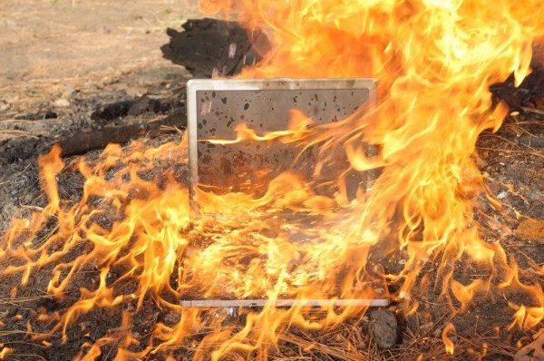 Ezeket a MacBook modelleket hívja vissza az Apple, mert robbanásveszélyesek!