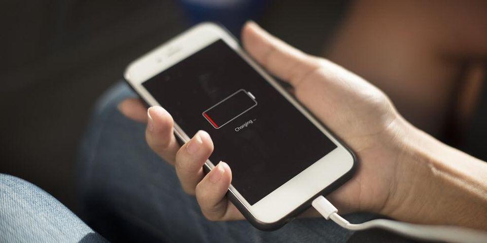 Eddig szinte fillérekből megúszta az Apple az iPhone belassítós-botrányt